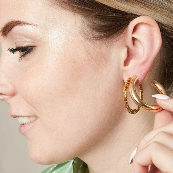 Oorbellen Stay Weird goud gouden oorbel creool dames sieraden tekst ronde oorbel fashion earrings bestellen yehwang