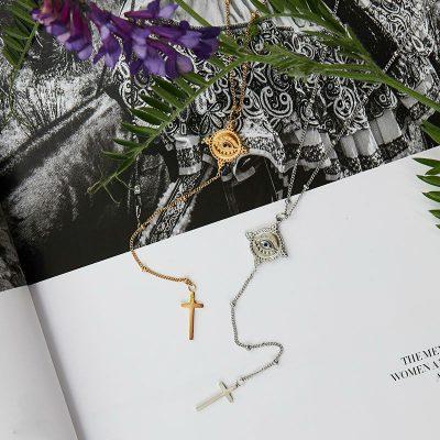 Ketting The Look goud gouden zilveren ketting met oog en kruis bedel dames fashion sieraden kopen bestellen