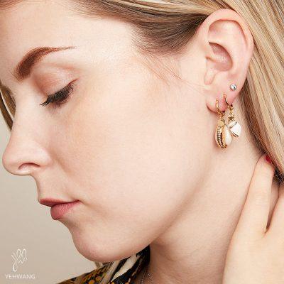 Oorbellen Endless Shell goud gouden schelp oorbellen schelpen gouden coating yehwang earring bestellen kopen details