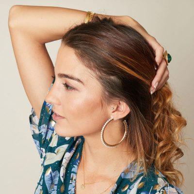 Oorbellen Pearl Hoops goud gouden oorbel met parels oorringen yehwang earrings trendy kopen detail
