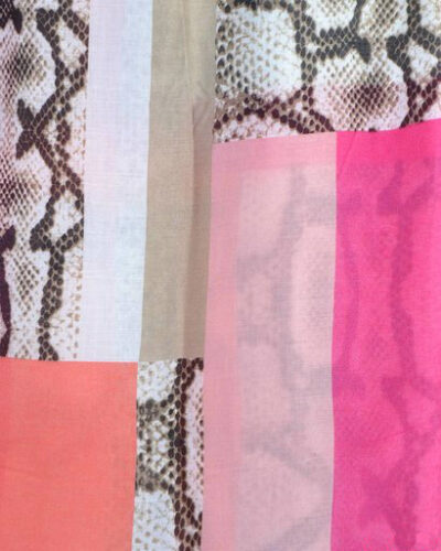 Sjaal pretty snake roze zalm creme slangenprint snakeprint snake shawls grote zomer sjaals kopen bestellen
