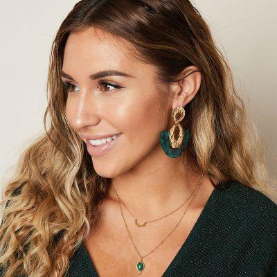 Statement oorbellen Sickle Moon groen groene goud gouden new fall colors dames oorbellen earrings kopen bestellen musthaves details