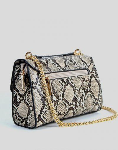 Schoudertas-Shiney-Snake-beige-creme-nude- coil glanzende-slangenprint-dames-tassen-met-gouden-kettinghengsel-giuliano-bags-kopen achter