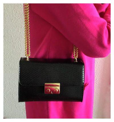 Schoudertas Shiney Snake zwart zwarte glanzende slangenprint dames tassen met gouden kettinghengsel giuliano bags kopen trendy