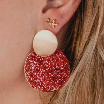 Oorbellen Full Shimmer rood rode dames oorbellen goud ronde glinster glitter oorbellen statement earrings kopen bestellen detail