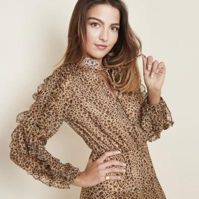 Jurk Leopard Girl Bruin beige trendy jurken jurkjes lange mouwen panter print fashion rushes volant kopen bestellen