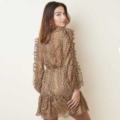Jurk Leopard Girl Bruin beige trendy jurken jurkjes lange mouwen panter print fashion rushes volant kopen bestellen kopen achter