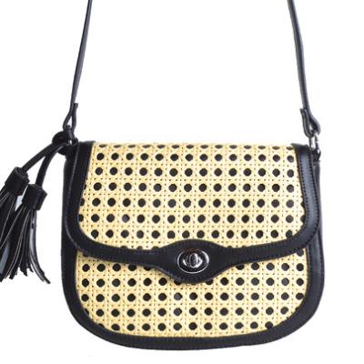 Tas Classy Braided zwart zwarte schoudertassen rieten gevlochten detail kwastjes fashion bags trendy tassen tas kopen bestellen