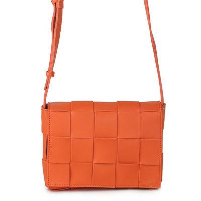 Schoudertas Big Braided oranje orange trendy schoudertassen gevlochten motief stoere hippe tassen kopen bestellen