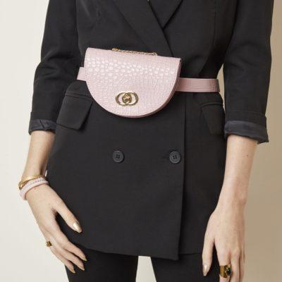Schouder & Beltbag Perfect Croco roze pink trendy riemtassen fannypack buideltasjes met schakelketting festival fashion bestellen detail