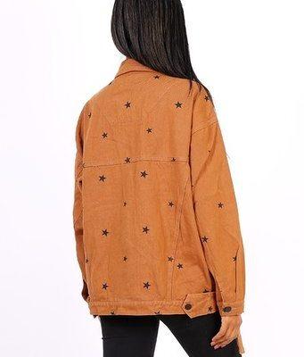 Spijkerjas-Oversized-Black-Stars-bruin-bruine-korte-grote-boyfriend-spijkerjassen-sterren-print-dames-spijkerjasjes-jackets-kopen nova stars