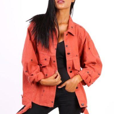 Spijkerjas-Oversized-Black-Stars-koraal-rood-roze-korte-grote-boyfriend-spijkerjassen-sterren-print-dames-spijkerjasjes-jackets-kopen nova stars