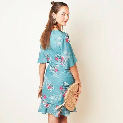 Jurk Silk Blossems blauw blauwe trendy dames jurken met roze bloemen print jurkjes dresses kopen bestellen achterkant