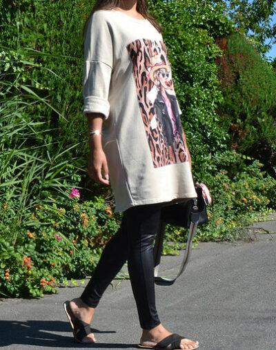 Sweaterdress Tiger Girl beige creme lange trui half lange mouwen trendy print