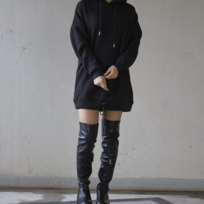 Zwarte-Sweaterdress-Capuchon-hoodie-jurk-zwart zakken-lange-mouwen-warme-winter-jurken-lange-truien-kopen-bestellen