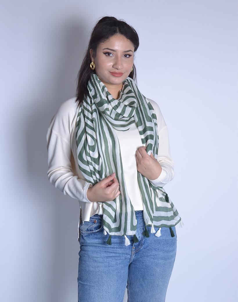 Sjaal Stripes groen met wit gestreepte lange sjaals met kwastjes trendy dames omslagdoeken kopen bestellen