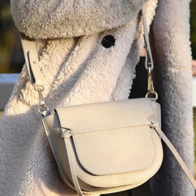 Leren Schoudertas Bella beige trendy stoere leren damestassen met klep look a like it bags kopen