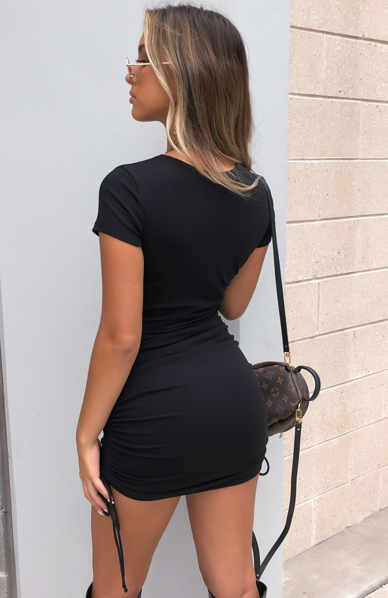 Mini Jurk Lexy zwart zwarte korte mini-dress-black dames jurken koordjes zijkanten kopen bestellen