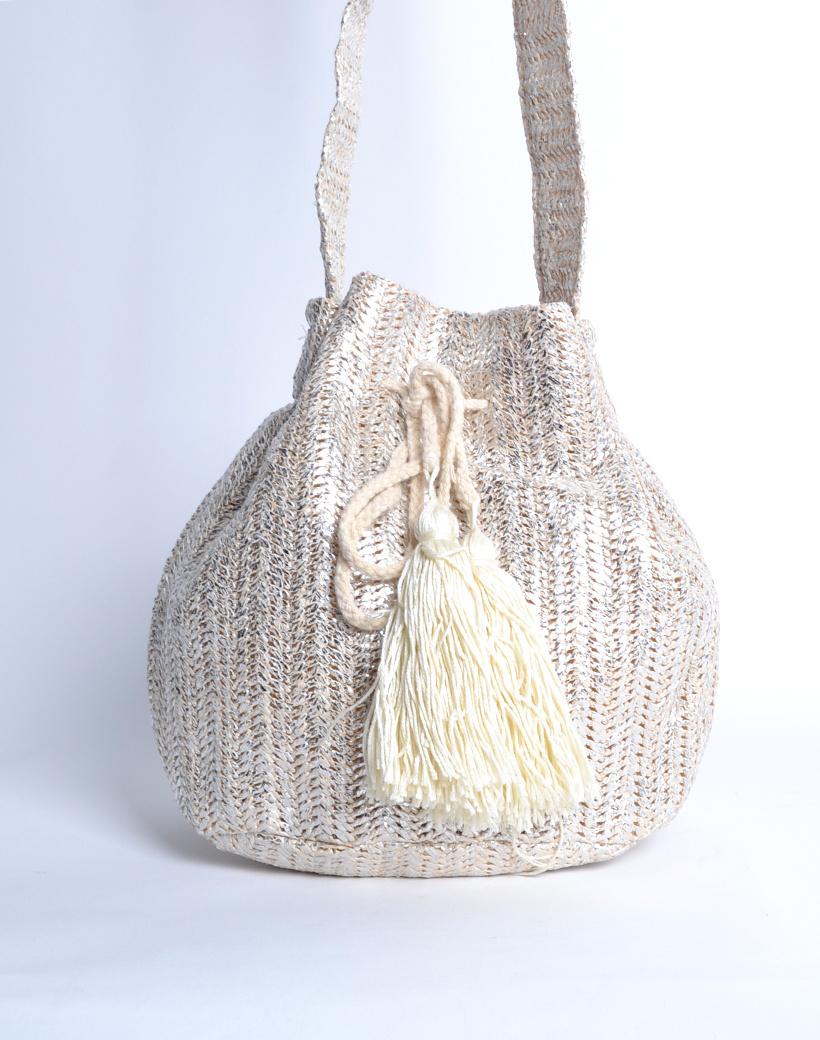 Buideltas Metallic Love zilver trendy zilveren geweven buideltasjes met kwastjes musthave fashion bags kopen bestellen nu