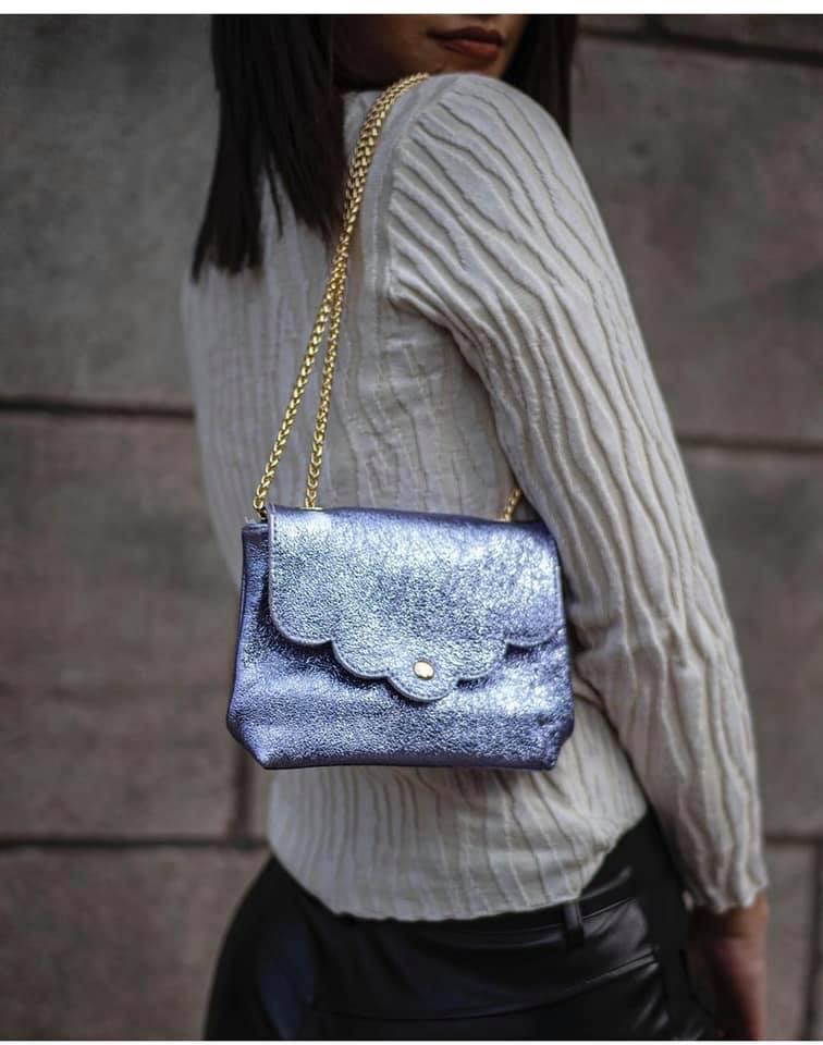 Leren Schoudertasje Very Metallic lila kleine trendy vel gekleurde tassen gouden kettinghegsel giuliano bags kopen bestellen nu