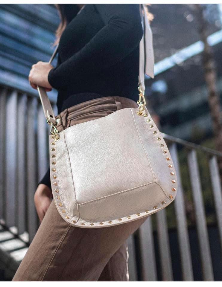 Leren Schoudertas Gold Studs nude roze leren dames tassen itbags schoudertas tas giuliano kopen look a like bags bestellen mooie tas