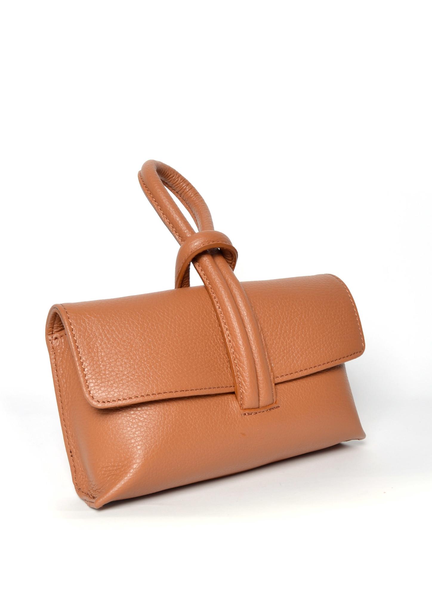 Leren Schoudertas Sandy camel cognac schoudertassen look a like tassen trendy musthave fashion tas giuliano kopen bestellen side