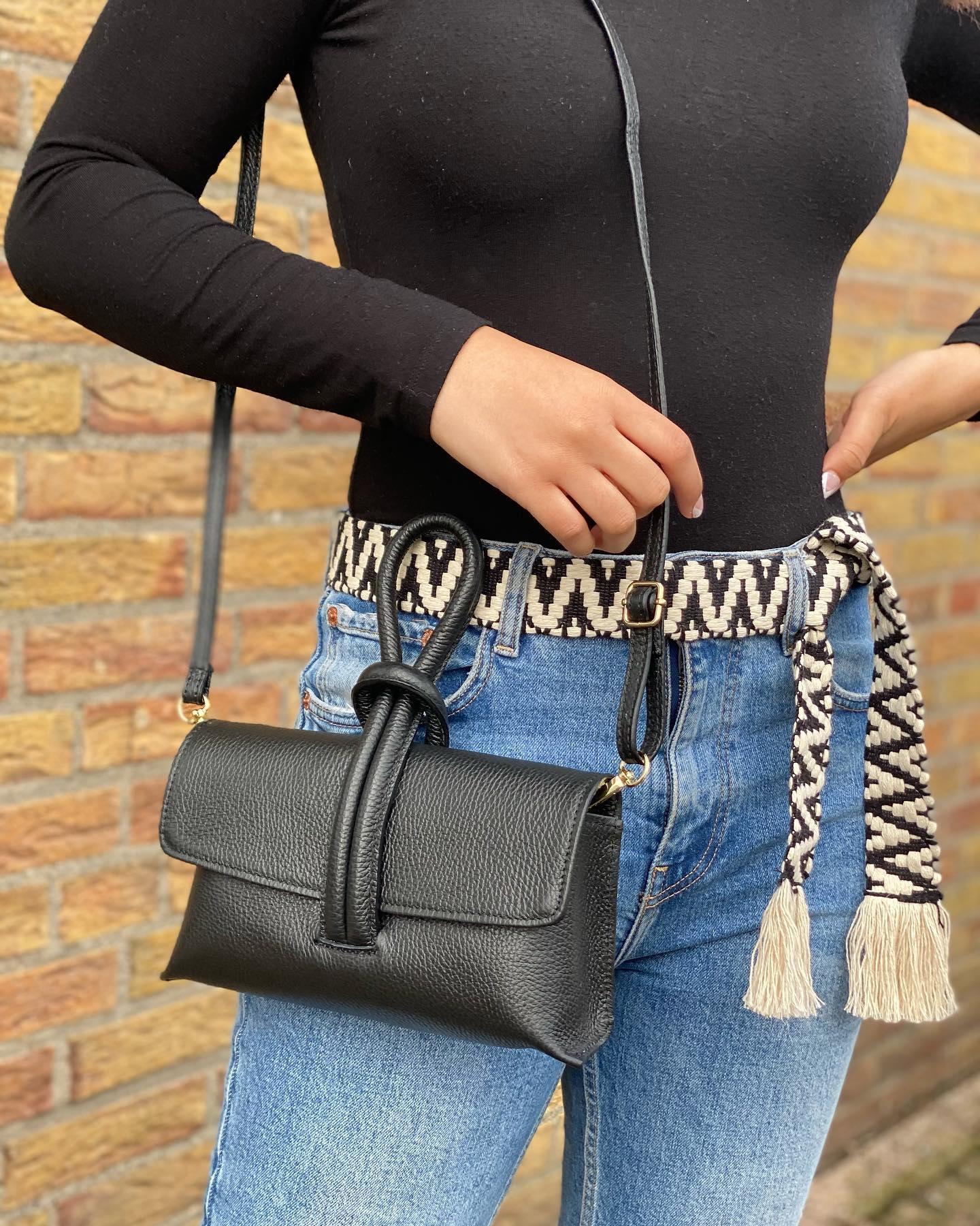 Leren Schoudertas Sandy zwart zwarte schoudertassen look a like tassen trendy musthave fashion tas giuliano kopen bestellen it bags